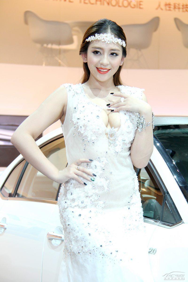 2012北京车展美女车模――雪铁龙1号车模