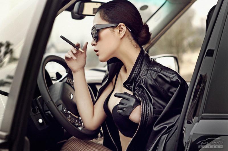 2012北京车展美女车模――路虎娇娃黑色诱惑