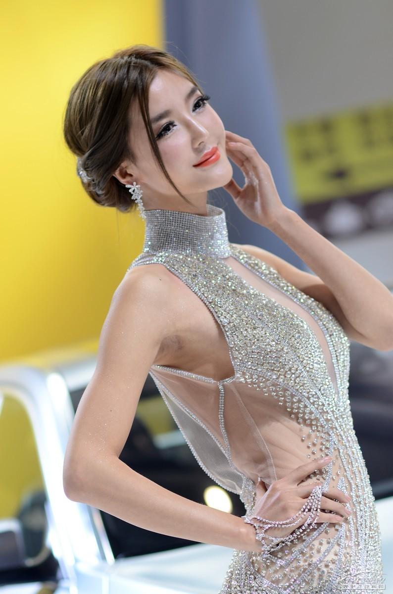 2012北京车展美女车模――AC宝马车模李颖芝