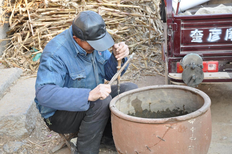 乡村见闻:锔盆子锔碗锔大缸