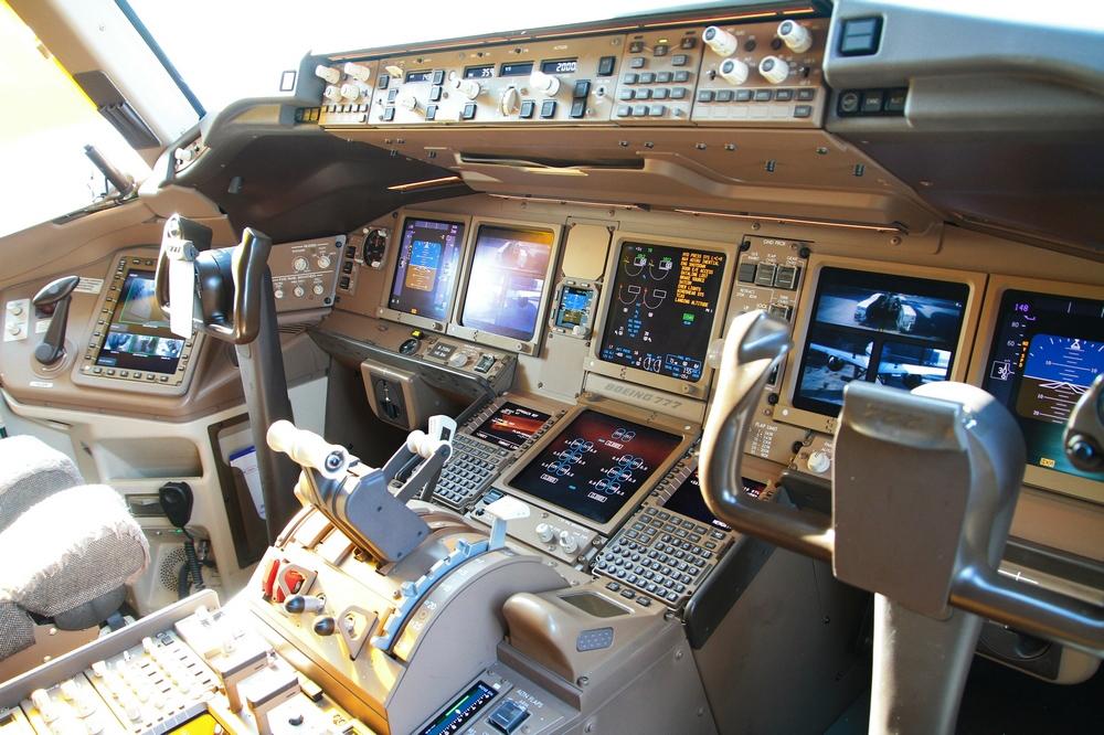 拍摄你不知道的事——波音777-300er飞机驾驶舱