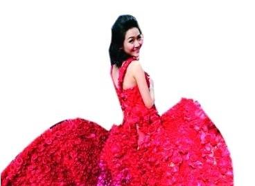 广州小伙用9999朵玫瑰做嫁衣向女友求婚(图)