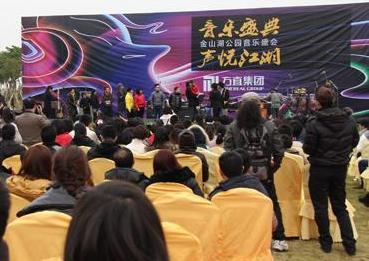 许巍到惠州激情摇滚,表情丰富惹人爱(图)