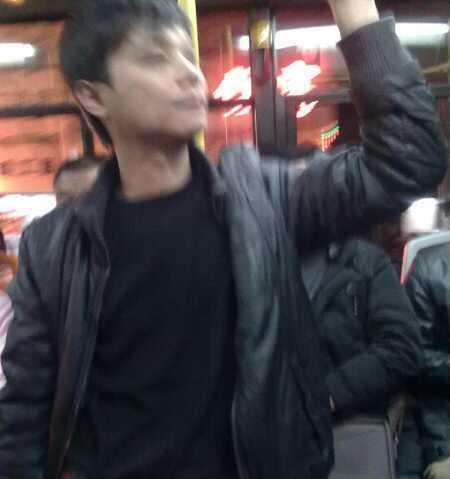 [转贴]惠州7路公交车上的色狼 (图)