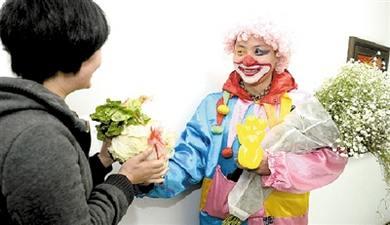 郑州男子情人节送老婆大白菜(图)