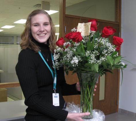 今天情人节,公司里的公司里的老少很多人都收到爱人送的鲜花