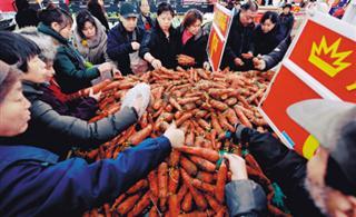 """沃尔玛一天卖光万斤""""爱心胡萝卜"""""""