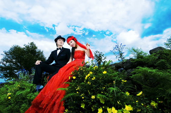 网上搜集的一组喜洋洋婚纱摄影专业照片