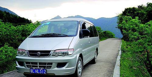 惠东县梁化怪坡:汽车自动爬坡水倒流
