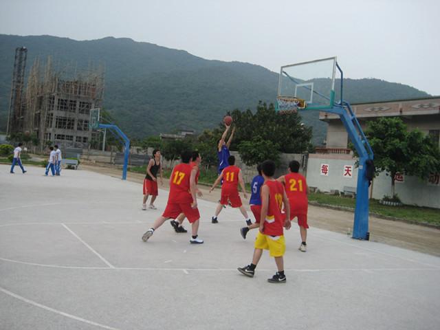 惠阳约场中学与新圩镇团委举行篮球友谊赛