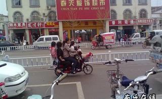 今天在南乐竟然见了一个电车总共载了5个人!牛