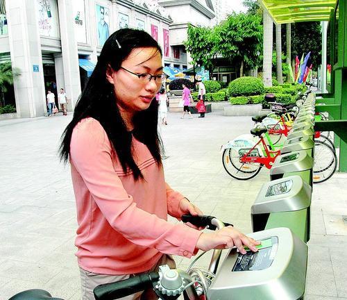 """惠州""""惠民自行车""""启动4天1423人办卡"""
