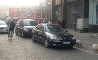 1月15号,澳门葡京平台朝阳巷违停清拖实拍。