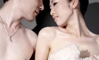 围观裸体婚纱照