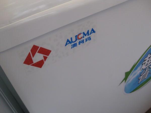澳柯玛双桶洗衣机 85-2388S 额定洗涤功率: 480W 额定脱水功率: 170W 额定洗涤容量: 8.5KG 额定脱水容量: 5.5KG 外形尺寸:&nbsp 810*465*875 &nbsp 功能特点:&nbsp 运动浸泡,大容量洗涤,封闭式底座,超静音设计流刷洗更彻底更干净. 采用环保优质电机全塑箱体,永不生锈. 优质吸音材料和隔音组件,手搓式大波轮,洗涤强劲不缠绕.