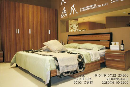 床,床头柜和衣柜