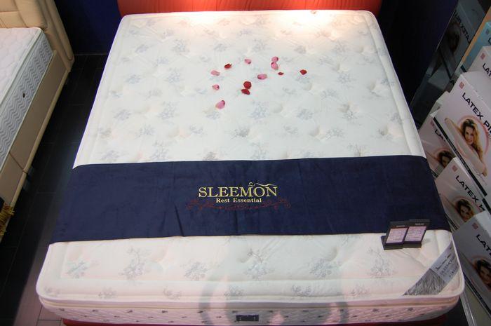 白色花朵床垫