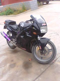 本田CBR250公路赛摩托车