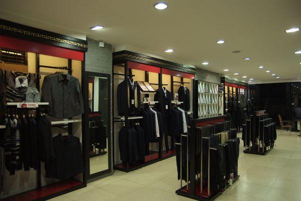 一批品牌货架(服装店)紧急出售