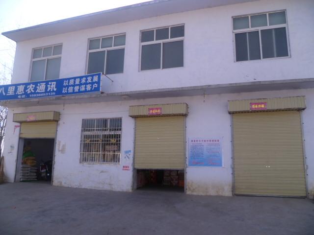 农村学校门口楼房