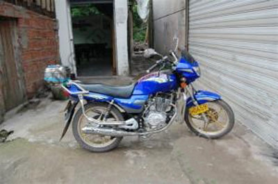 出售09年6月上路行使150摩托