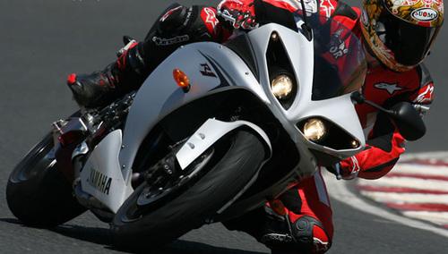 2010款雅马哈YZF-R1  3300元
