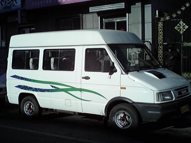 低价出售11座客车