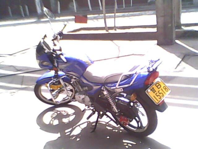 建设雅马哈125摩托车