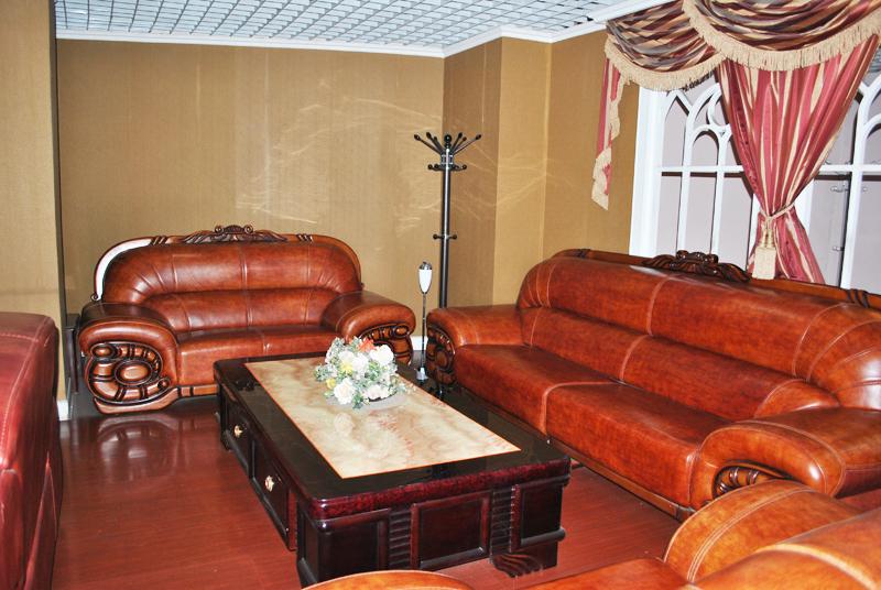 真皮大款沙发1+2+4 2米*1米茶几