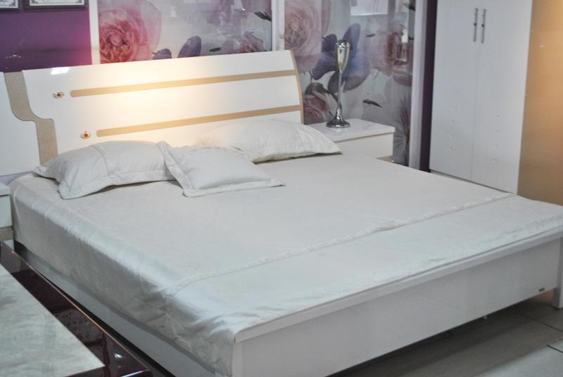 1.8M*2M床+2床头柜