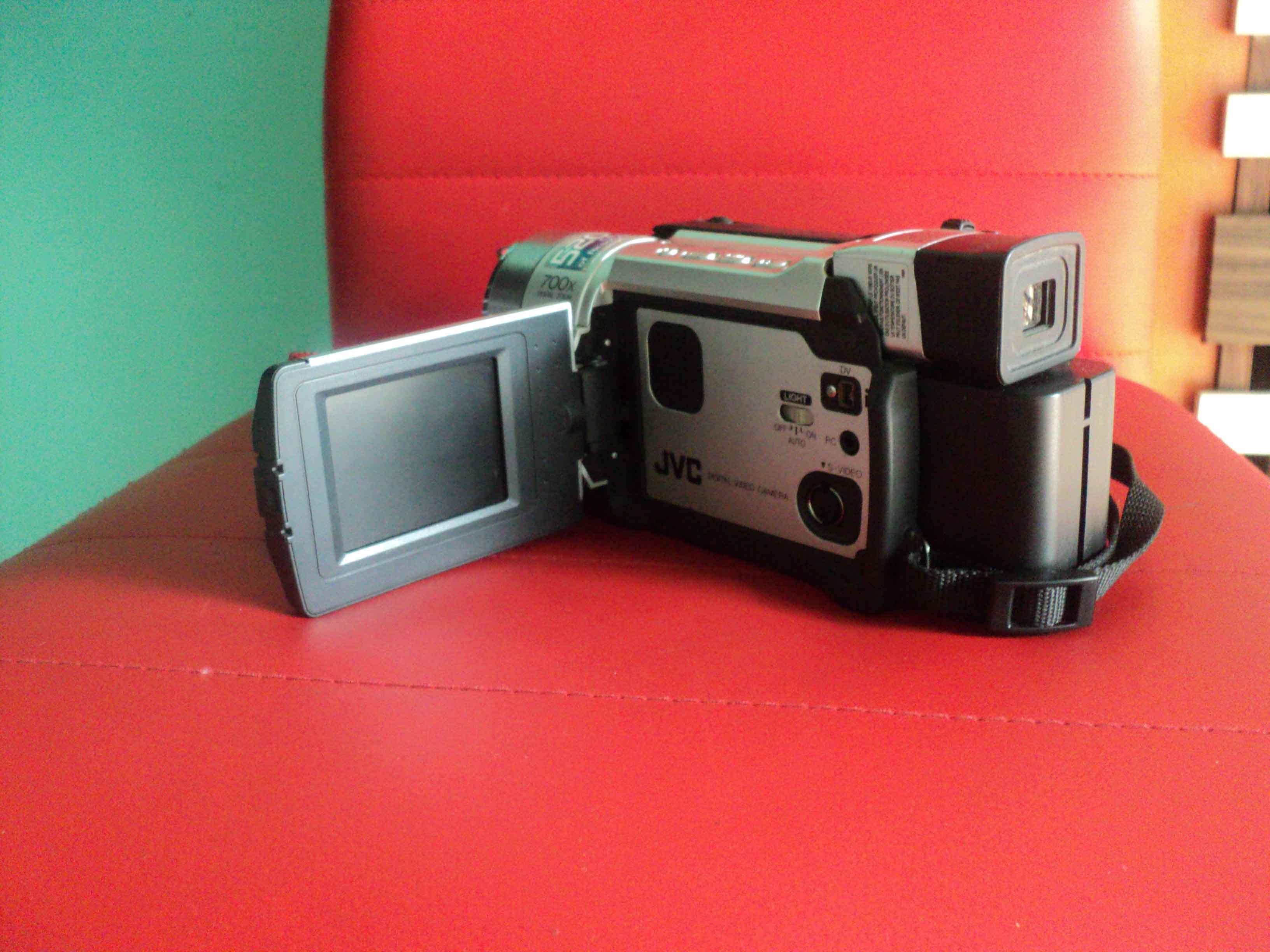 出售 自用日本JVC数码摄象机 95成新