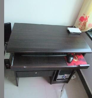 出售九成新電腦桌一張