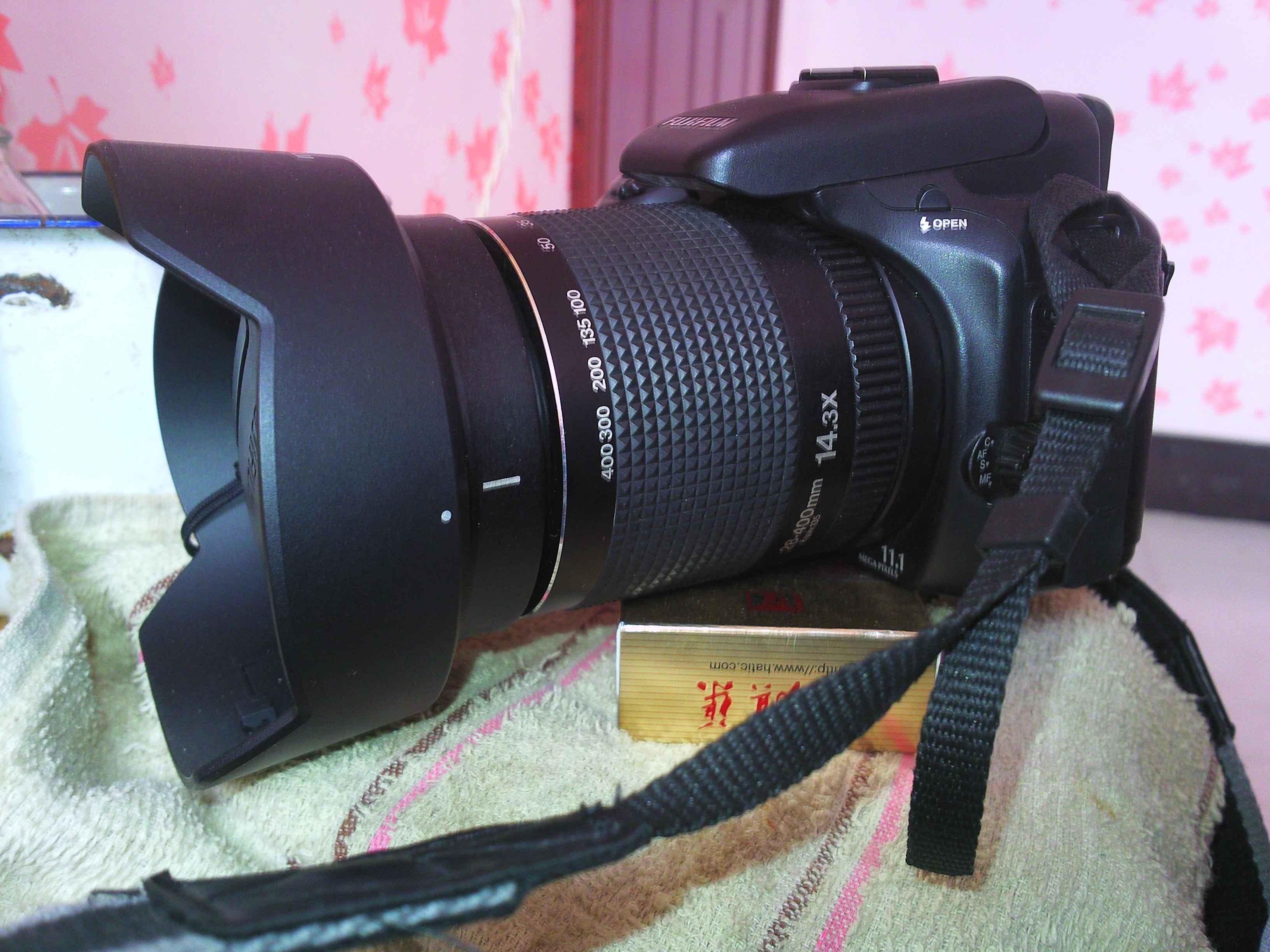 出富士s100FS相机和三星i8510手机