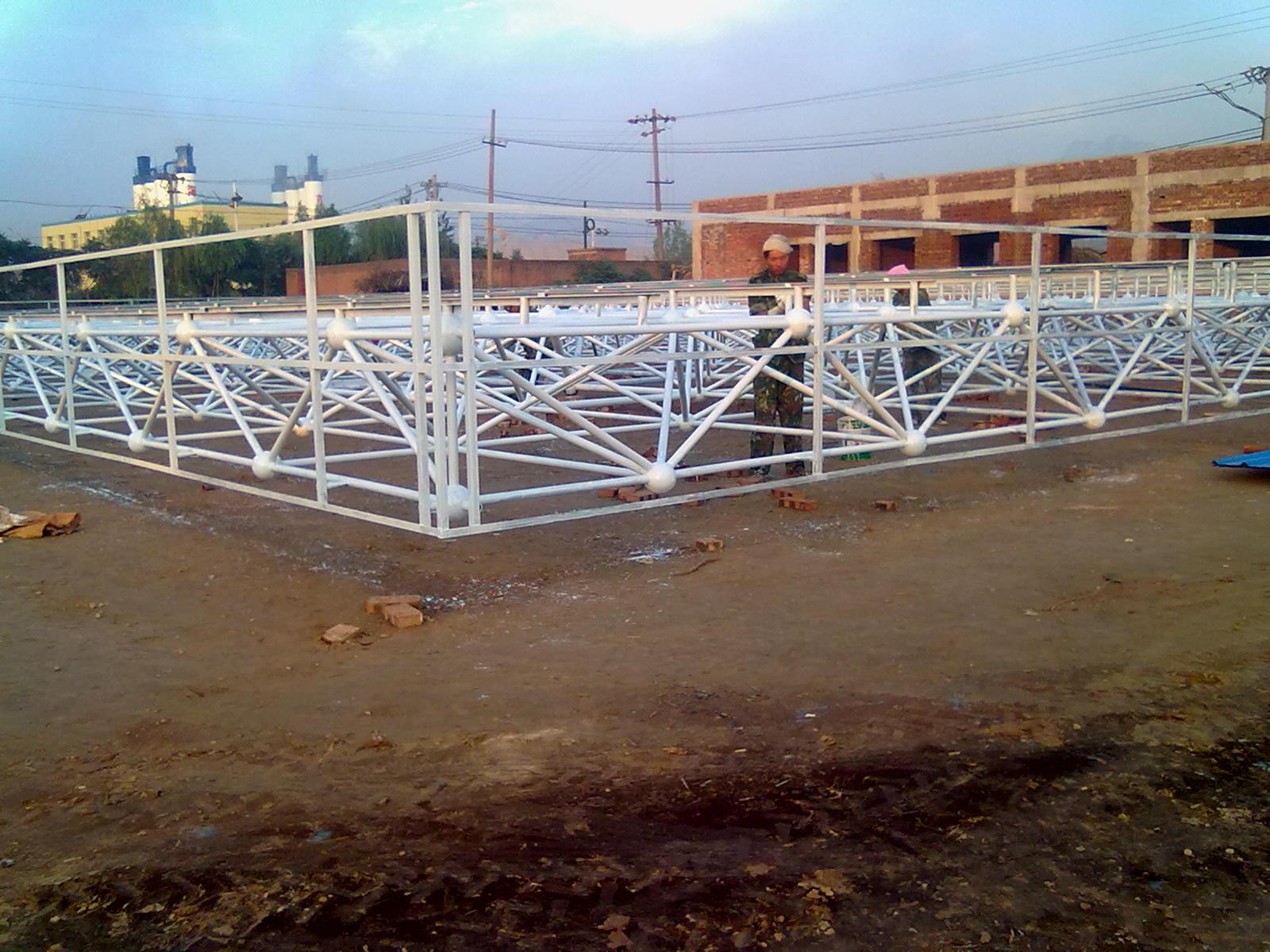 承接钢结构轻钢车间,厂房,桁架;加油站雨棚,钢球网架,油罐,管道,100