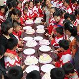 [分享]母亲节学生集体给母亲洗脚-这个活动学习应该多组织下