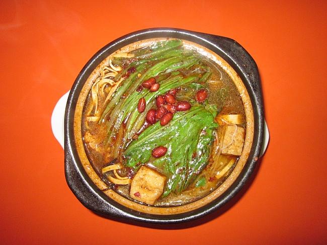 膳食搭配:方便面,高钙汤,冬瓜,土豆,菜花,油麦菜,豆腐皮,海带丝,平菇