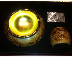 三等奖水晶烟灰缸,由金伯利钻石提供