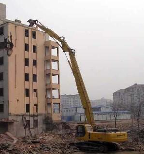 挖掘机改装拆迁设备三段式加长臂28米