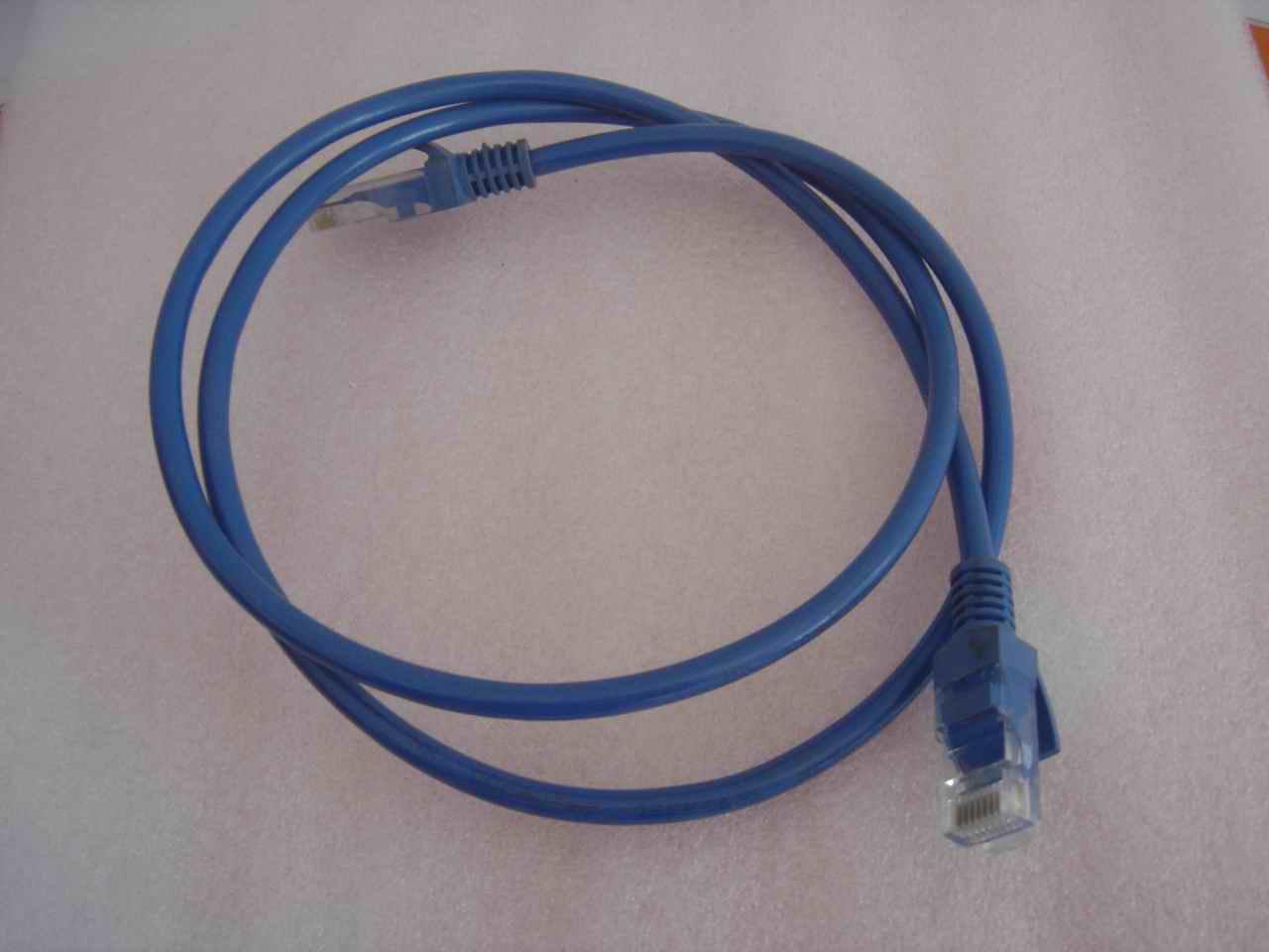 商品详情:网络连接线,规格有1米,3米,5米,15米,已经制作好了水晶头