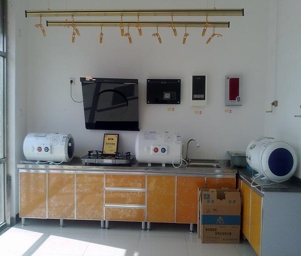 橱柜、烟机、海尔热水器