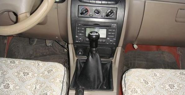 出售07年11月墨绿色4驱汽油高脚皮卡
