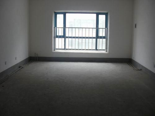 三室两厅一卫,简单装修过五年了,带50平米的小院.不把房山.高清图片