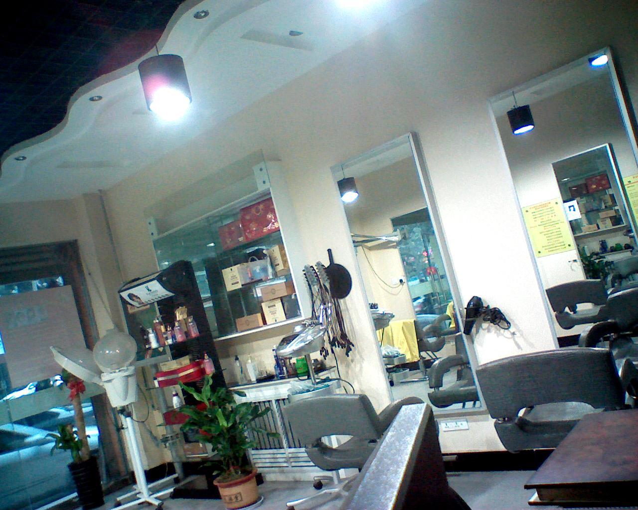 精装美发店转让图片