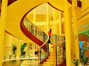 可爱的旋转楼梯成为女孩子的最爱