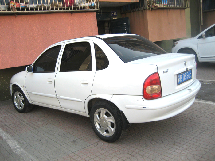 出售别克赛欧白色轿车