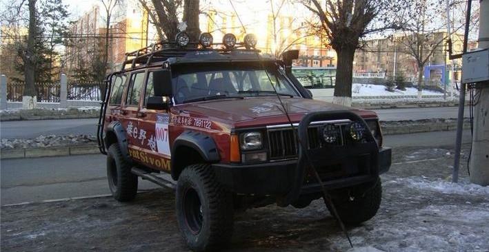 出售改装越野车北京切诺基213;   吉普213改装可以发动机高清图片