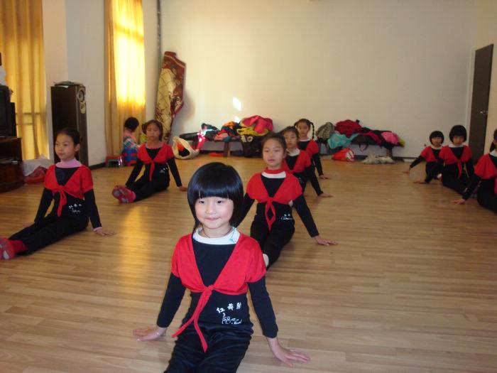 红舞鞋少儿舞蹈培训中心