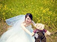 油菜地的婚纱照