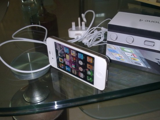 出售:iphone4黑色16G港行 完美越狱了