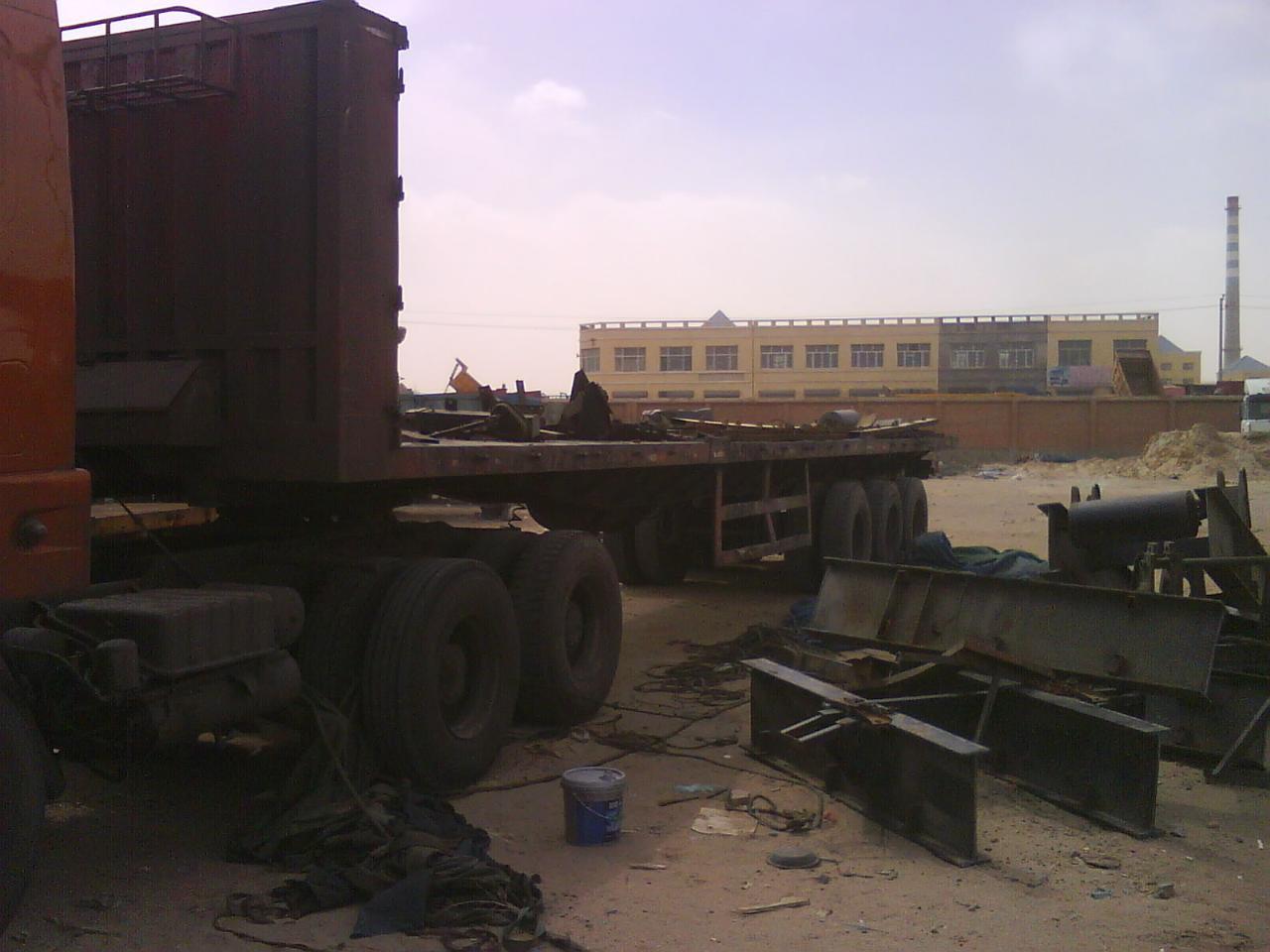 超低价出售中国重汽豪运22轮箱长13米
